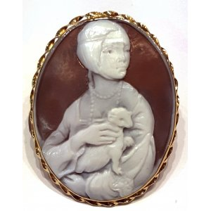 Cameo Lady with an Ermine Gold