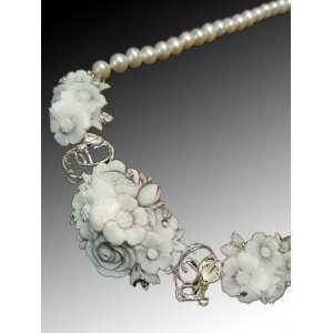 Shell Cameo Necklace Flowers and Pearl