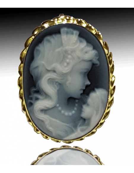 Mother with child blue cameo Gold brooch