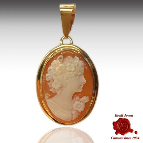 Shell Cameo Necklace Gold