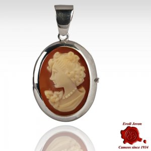 Lady portrait locket shell cameo necklace