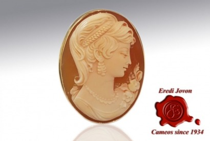 The shell cameo, engraved by hand, a bit of history